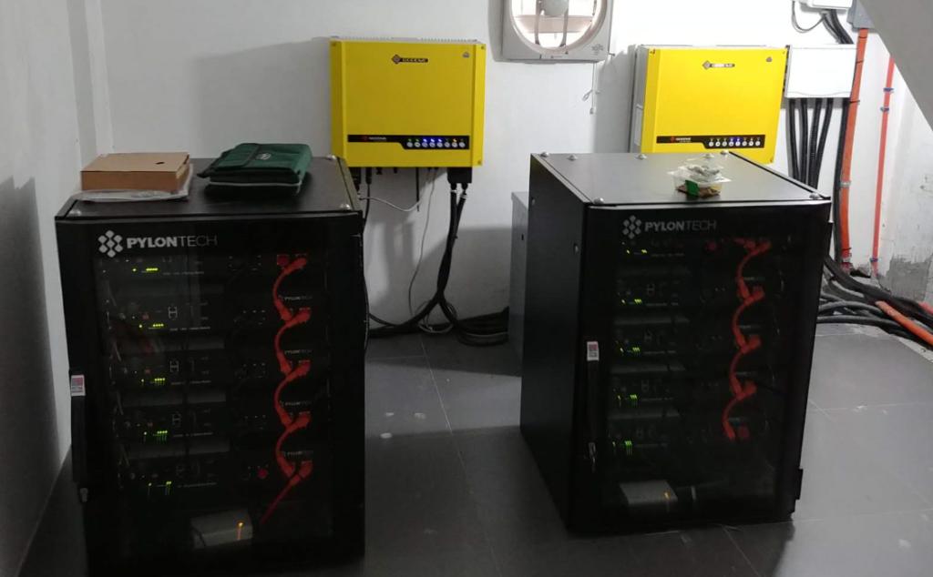 Hybrid Iinverter and energy storage